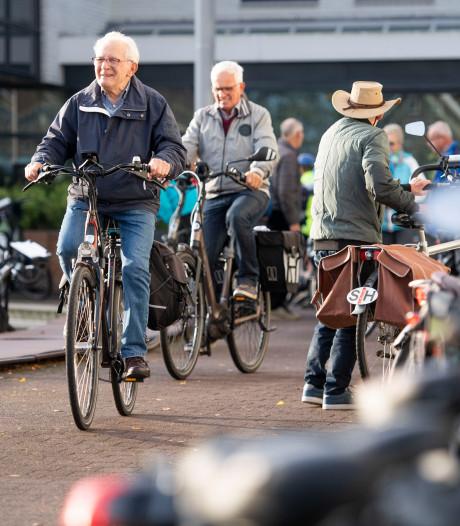 Met 135 vaantjes aan de fietstas meedoen aan de vierdaagse in Hof van Twente