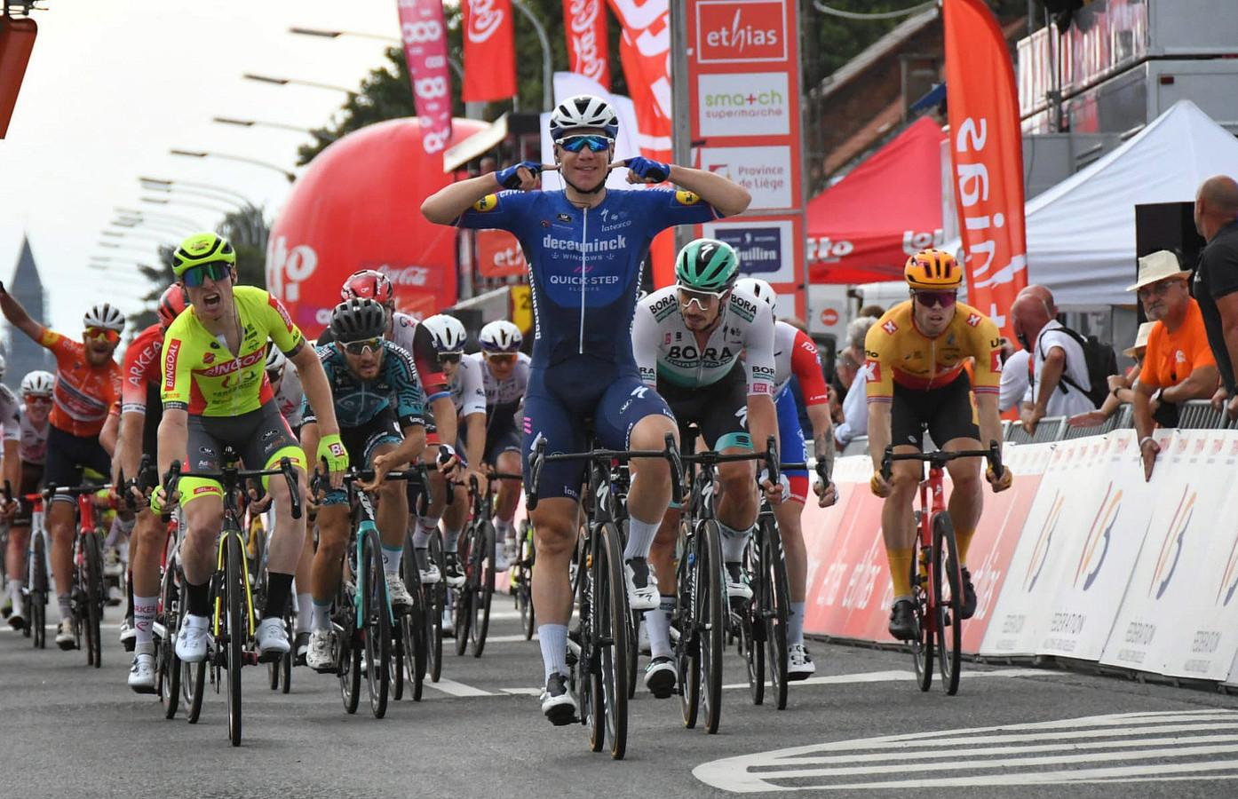 Fabio Jakobsen wint de vijfde etappe in de Ronde van Wallonië.