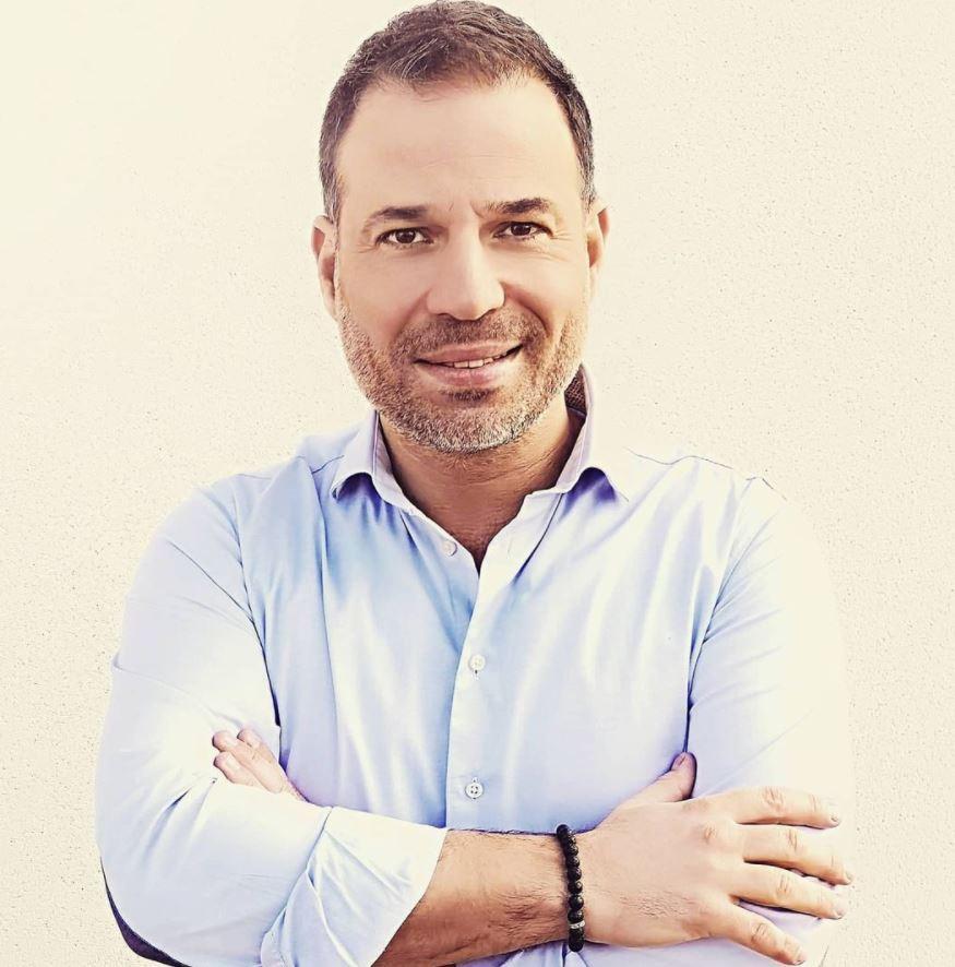 """Mario Barravecchia, révélé par la """"Star Academy"""", a récemment lancé son magazine 100%, Welcome Magazine."""