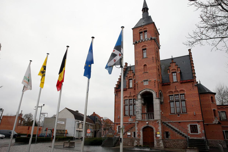 Het gemeentehuis van Lovendegem, één van de gemeenten die fuseerden tot Lievegem. Beeld BELGA