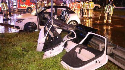 Spookrijdster gekneld in voertuig na horrorcrash
