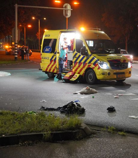 Nijmegenaar zwaargewond bij scooterongeluk; mannen met spoed naar ziekenhuis gebracht