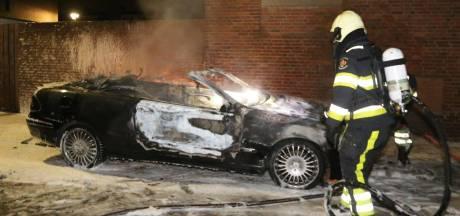 Auto gaat in vlammen op in Den Bosch