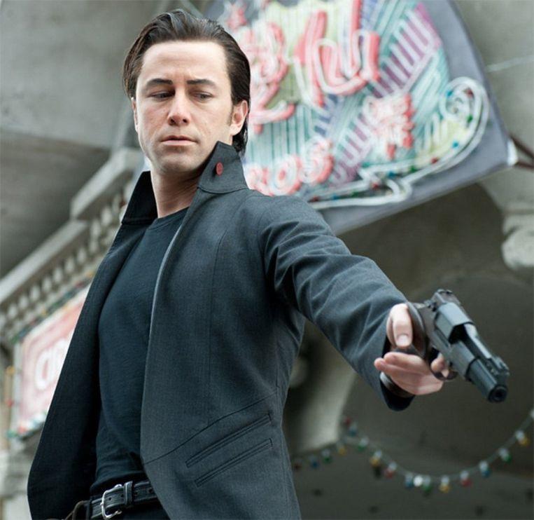 Joseph Gordon Levitt heeft in 'Looper' veel weg van zijn tegenspeler, Bruce Willis. Beeld IMDB