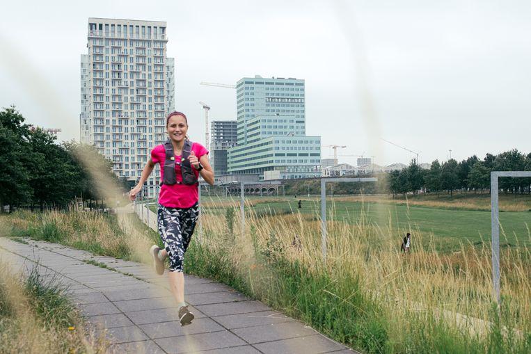 Ultraloper Astrid Van Cleef in Antwerpen. Beeld Tine Schoemaker