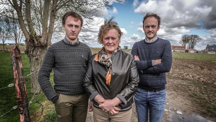 Christine Baelde en haar zonen Brecht en Andreas waren aardappelen aan het planten toen de obus ontplofte.