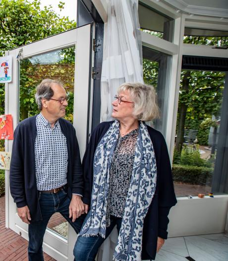 In de tuin van Piet en Mieke overheerst de groene rust: 'Vierhonderd meter verder begint Den Haag officieel'
