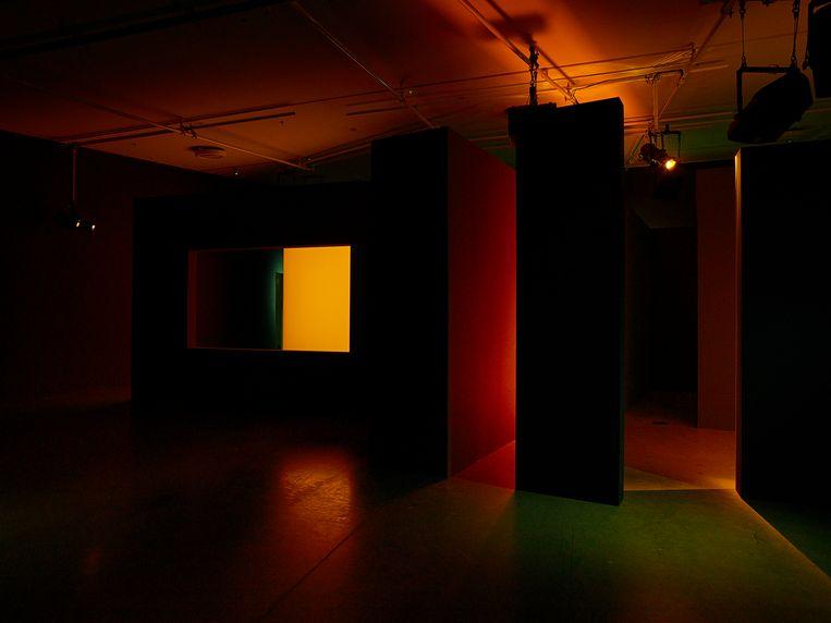 Leopold Emmen, Filmwork for Eye: 5 Scenes at a Walking Pace, 2021, Architectonische installatie met gekleurd licht en geluid.  Beeld Studio Hans Wilschut