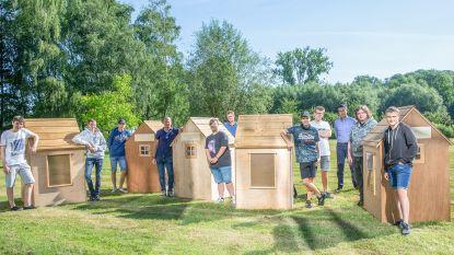 Vierdejaars Richtpunt campus Zottegem bouwen houten huisjes die provincie rondreizen om duurzaam bouwen te promoten