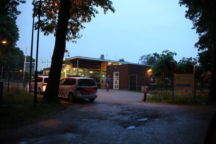 Politie bij het asielzoekerscentrum in Overloon wegens een incident.