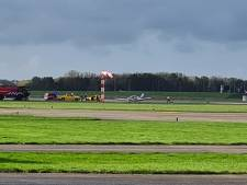 Sportvliegtuigje komt naast de startbaan terecht op Lelystad Airport