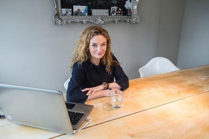 Denise Kentie in haar werkruimte bij Kentie en Thomas advocaten. Denise is gespecialiseerd in echtscheidingsmediation.