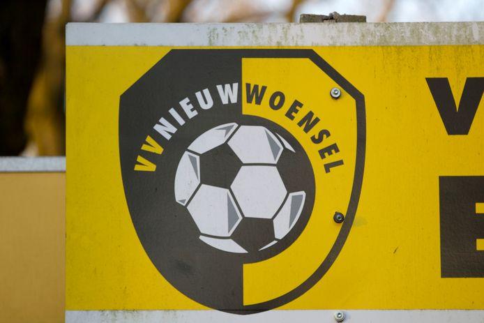 Een Eindhovenaar zou via sponsoring van amateurclub Nieuw-Woensel geld witwassen en sympathie kweken. Onderzoek leverde echter geen zaak op.