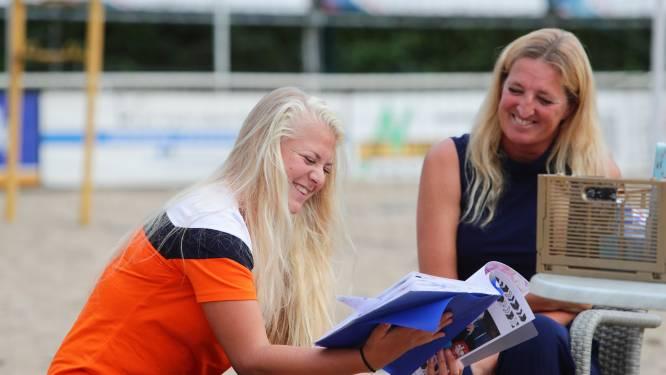 Professionele beachvolleyballers geven clinics aan kinderen Werkendam
