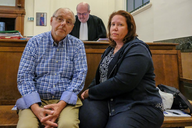 Rechtszaak Van Eycken: Beschuldigde en zijn vrouw voor de rechtbank.