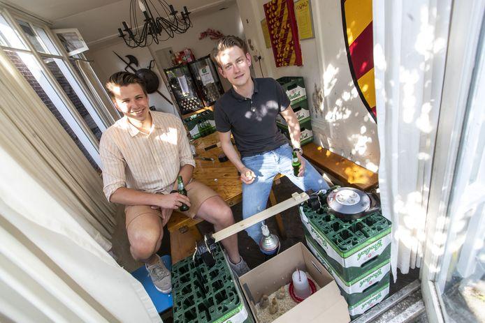 Marnick van der Marck van Streepn (links) en Xander Bon in huize Asgard.