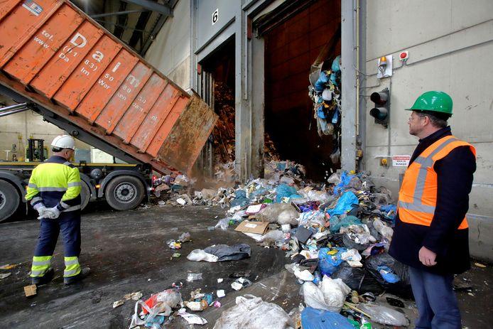 Door de grijze container eens in de vier weken te legen, moet de hoeveelheid restafval bij HVC in Dordrecht afnemen.