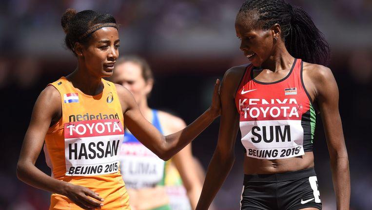 Hassan (links) na de 800 meter Beeld afp