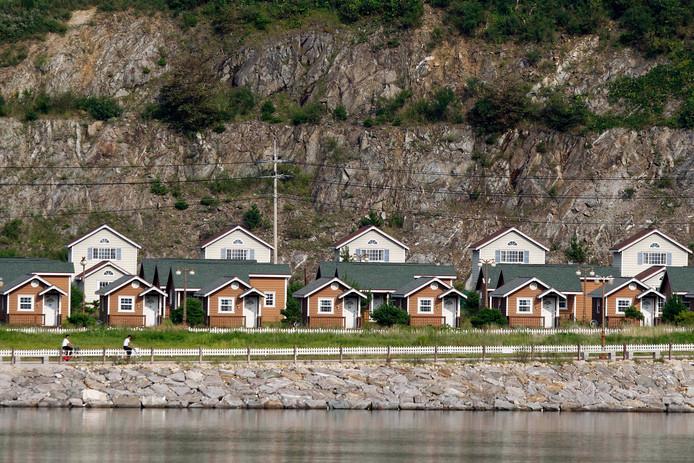 Zuid-Koreaanse investeerders verloren miljoenen dollars, omdat er bijna niemand naar de vakantiehuisjes kwam.