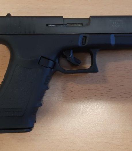 Drie Noord-Hollanders aangehouden die alarmpistolen ombouwden tot vuurwapens