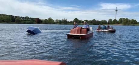 Agenten redden gekapseisde zeilers dankzij waterfietsen op meer in Bocholt