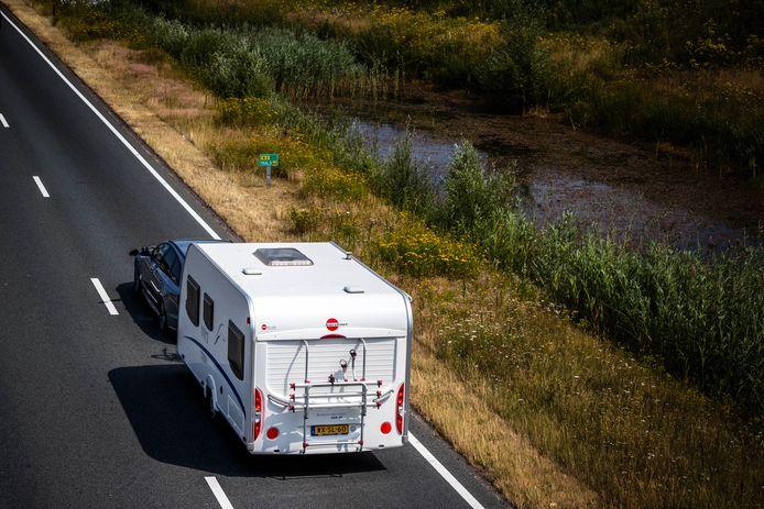 Na de vakantie kan de caravan weer worden uitgeruimd. De gemeente Berkelland waarschuwt dat mensen hun mobiele verblijf slechts een paar dagen aan de weg mogen hebben staan.