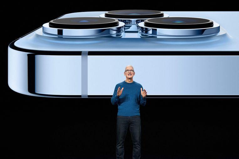 Apple-CEO Tim Cook stelt de nieuwe iPhone 13 Pro voor Beeld AFP