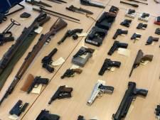 Nieuwsoverzicht |  Omschrijvingen lichamen in Waal komen overeen met vermiste meisjes - 120 wapens ingeleverd na oproep politie