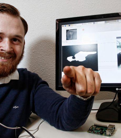 Simon (21) hoopt met zijn uitvinding gebarentolk Irma te vervangen