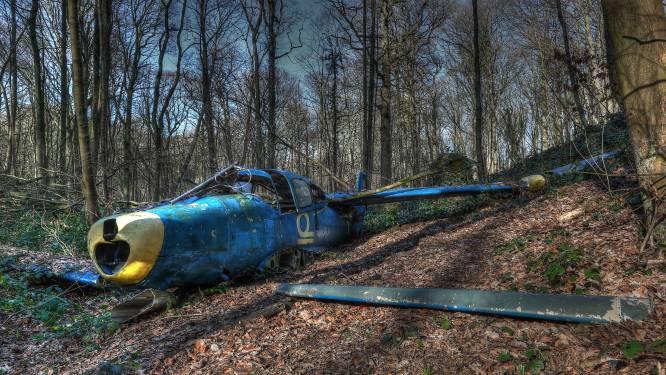 """Vliegtuigwrak uit kortfilm is dé attractie in het Kluisbos, als je het vindt tenminste: """"Ik heb onlangs zelf nog naar de plek gezocht maar niet meer gevonden"""""""