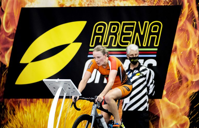 Maya Kingma in actie tijdens de Super League Arena Games in Zwemcentrum Rotterdam. Beeld ANP