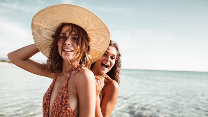 Deze zomer mag je opvallen aan het zwembad, bewijzen deze 3 trends in badpakken- en bikinimode