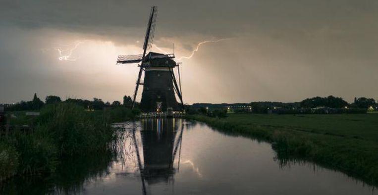 Regenachtige Pinkstermaandag met zware (hagel)buien en onweer Beeld Getty Images