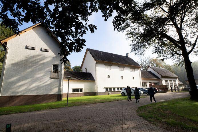 De gebouwen van Vitens zijn opgetrokken in de klassieke jaren 30-stijl.