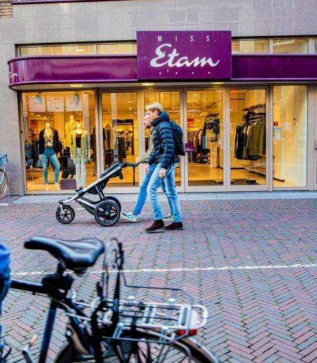 Miss Etam en Steps staan door geruzie weer op omvallen