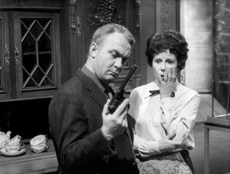 Kees Brusse en Mary Dresselhuis in de vijfde aflevering van de serie Maigret Beeld ANP