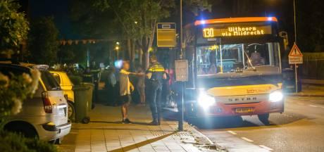 Vervelende man valt passagiers lastig en wordt uit de bus gezet