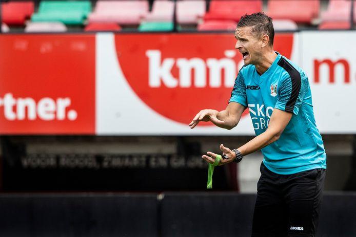 Trainer Rogier Meijer op de eerste training van NEC, afgelopen zondag.