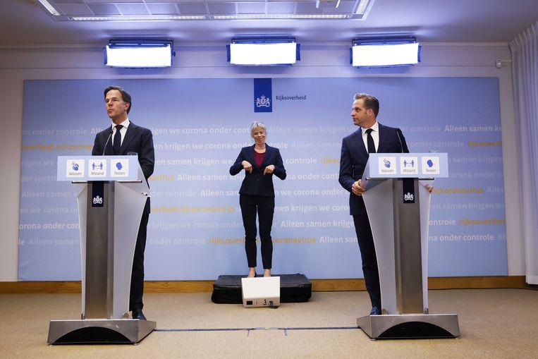Rutte en De Jong op de persconferentie van vrijdag. Beeld EPA