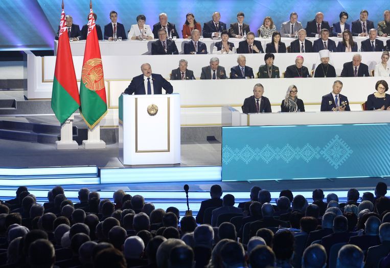 Loekasjenko aan het woord op de 'Volksverzameling'. Beeld EPA