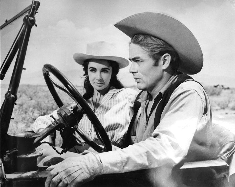 Wijlen Elizabeth Taylor en James Dean (1931-1955) in 'Giant'. Beeld REUTERS