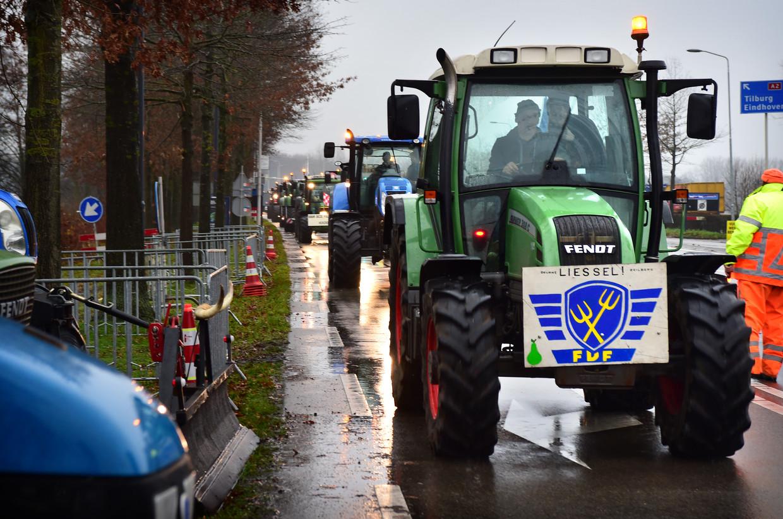 Brabantse boeren demonstreren bij het provinciehuis in De Bosch tegen het aangekondigde stikstofbeleid. Beeld Marcel van den Bergh