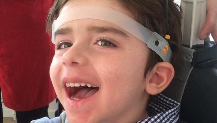 De 4-jarige Jasper krijgt een speciale head pod om zijn hoofd overeind te houden