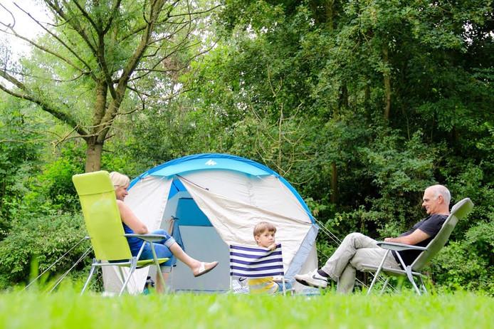 Deelnemers aan het WILDkampeerweekend kunnen op drie plekken op Natuurpark Lelystad kamperen, verblijven in een prehistorische boerderij en 'bushcraften'.