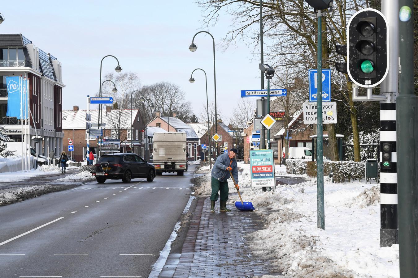 In Chaam wordt dit jaar de doorgaande weg, N639 (Dorpsstraat), aangepakt. En er is discussie over de mogelijke komst van een randweg.
