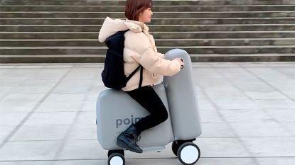 Deze elektrische scooter past in een rugzak en je moet hem eerst even opblazen