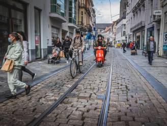 """Veldstraat wordt in november opgelapt, in 2024 volgt grondige heraanleg: """"Beschaamd om te zeggen dat dit onze hoofdwinkelstraat is"""""""