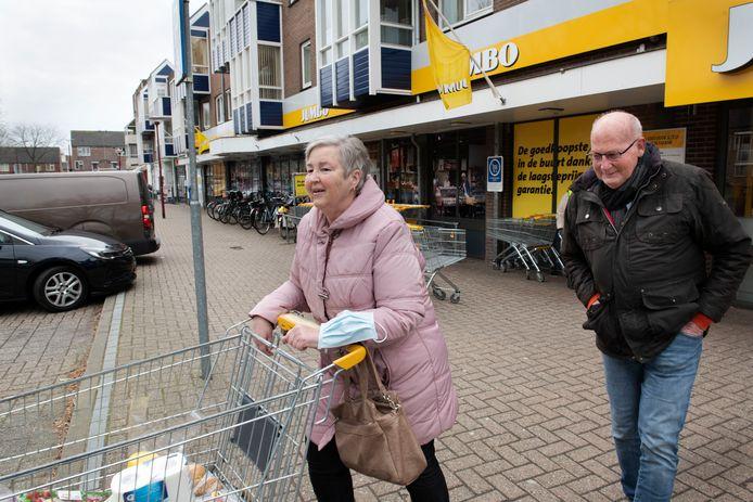 Nieuwegein Winkelcentrum Batouwe Zuid op de foto het echtpaar Boomer.