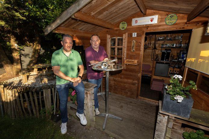 Pieter van den Biggelaar (links) en Marc Baijens konden het stof weer van hun instrumenten blazen.