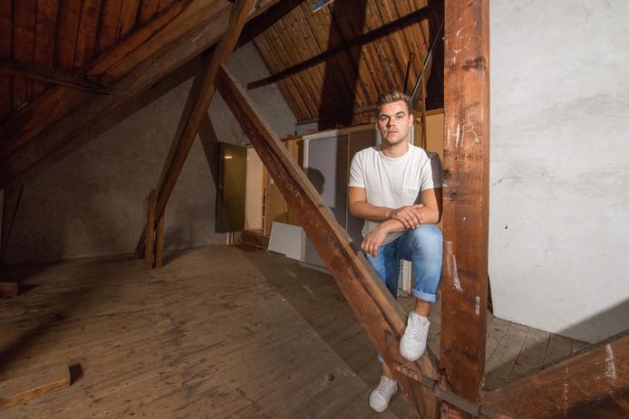 """Jasper Fransen is met zijn ontwerpbureau JA! al flink gegroeid in de Kastanjehof. ,,Dan ontstaat de behoefte aan een betere entourage."""""""